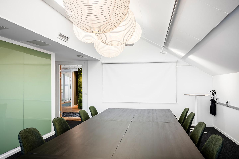 Ikea bord, Lampor Hay. Stolar ByOn, Skrivtavla Lintex